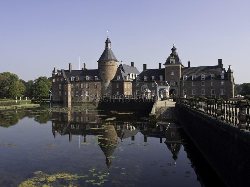 Download Château Anholt image stock. Image du passerelle, ciel - 45355127