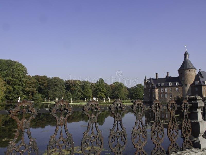 Download Château Anholt photo stock. Image du ciel, arbre, tour - 45356658