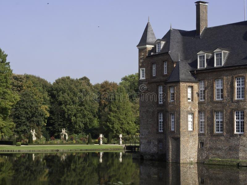Download Château Anholt photo stock. Image du sculpture, arbres - 45357720