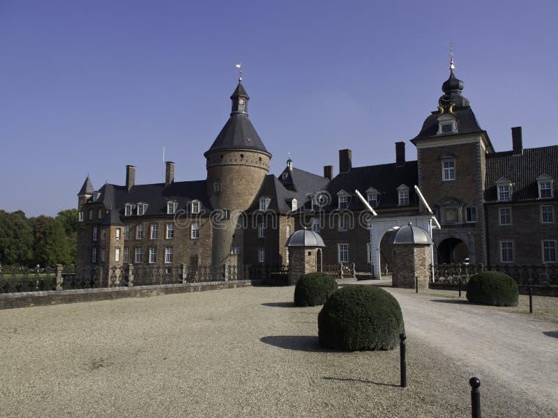 Download Château Anholt photo stock. Image du ciel, arbres, arbre - 45358848