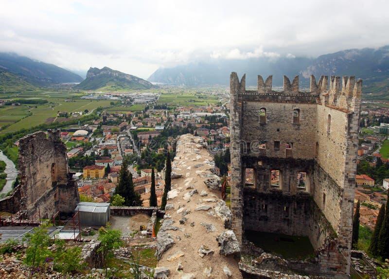 Château d'Arco et vue panoramique d'Arco image libre de droits