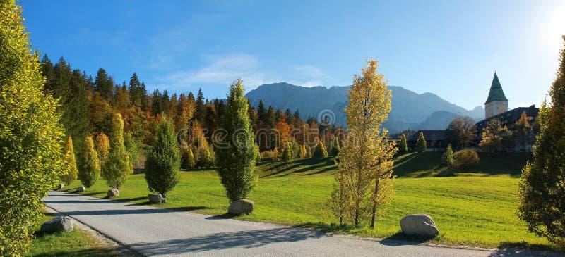 Château d'Ellmau, paysage bavarois automnal photos libres de droits