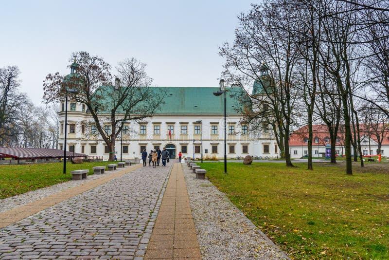 Château d'Ujazdow en automne à Varsovie poland photo libre de droits