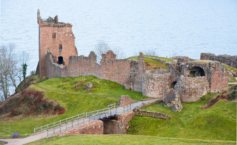 Château d'Urquhart de gorge : Loch Ness. image stock