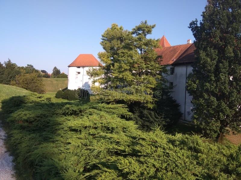 Château dans la ville de vacarme de ¾ de VaraÅ photographie stock libre de droits