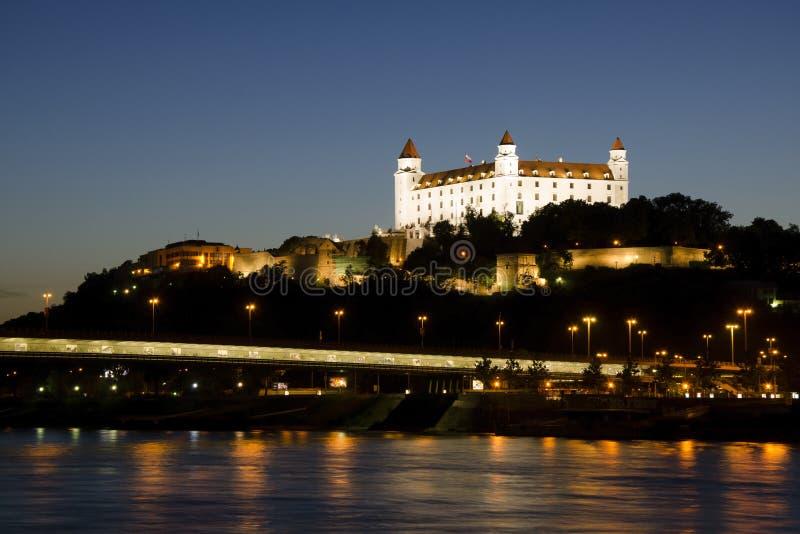 Château de Bratislava la nuit, Slovaquie photographie stock
