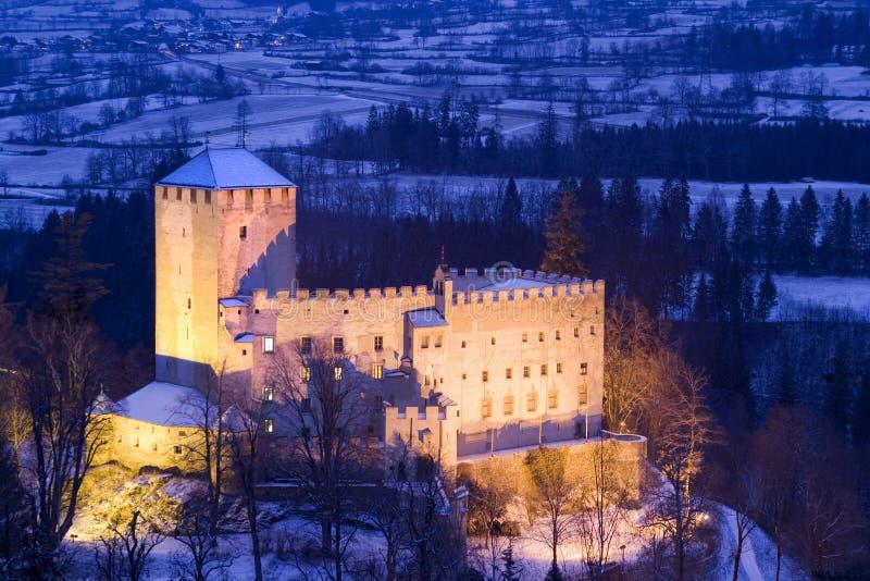 Château de Bruck par nuit - Autriche photographie stock libre de droits