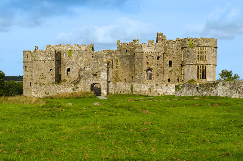 Château de Carew en parc national de Pembrokeshire – Pays de Galles, Royaume-Uni photo libre de droits
