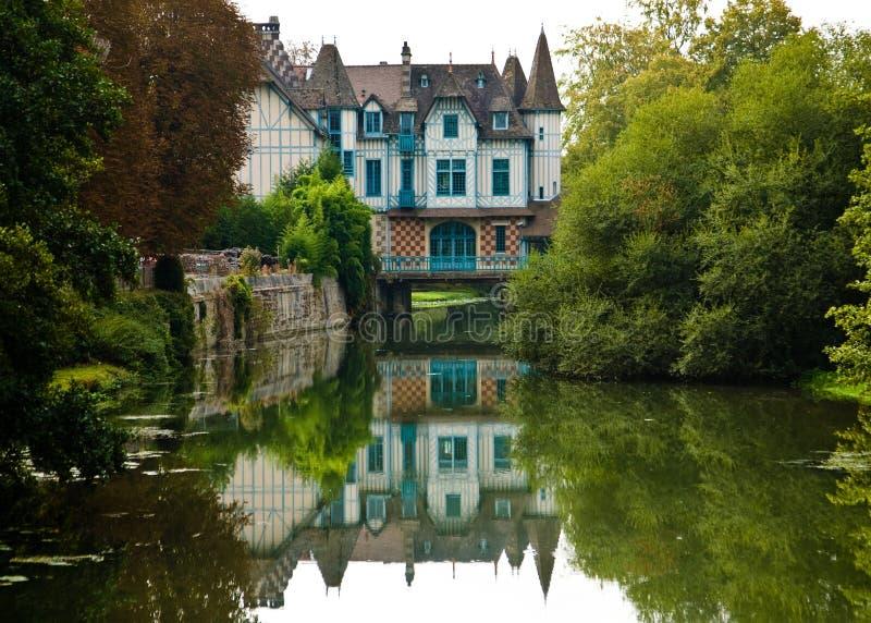 Château de conte de fées en Normandie, France photo stock
