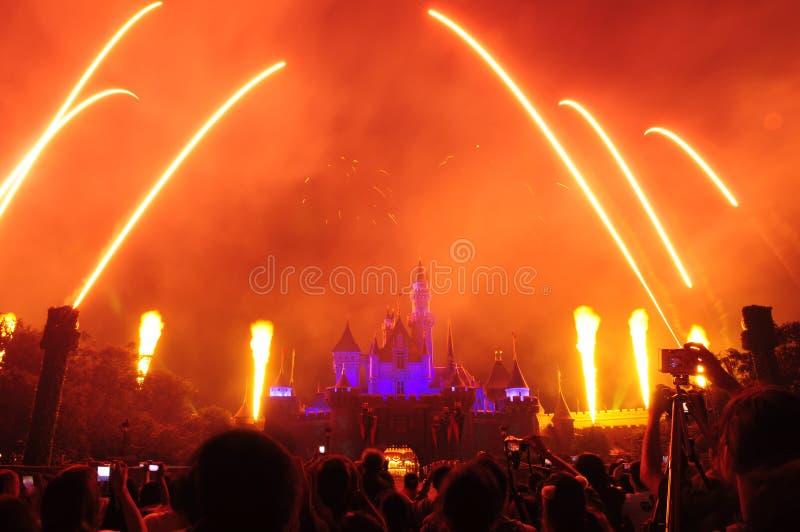 Château de Disney avec le feu d'artifice photographie stock