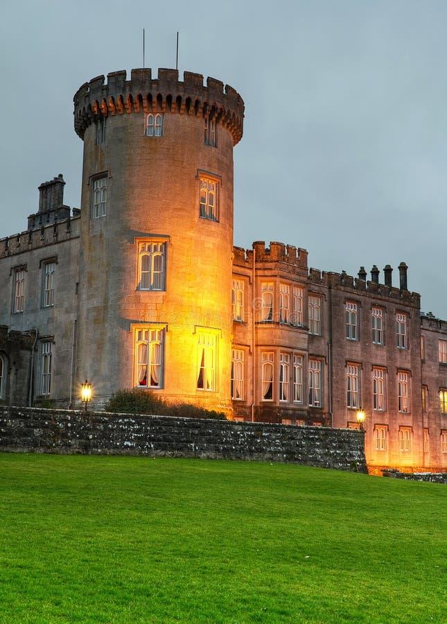 Château de Dromoland la nuit image stock