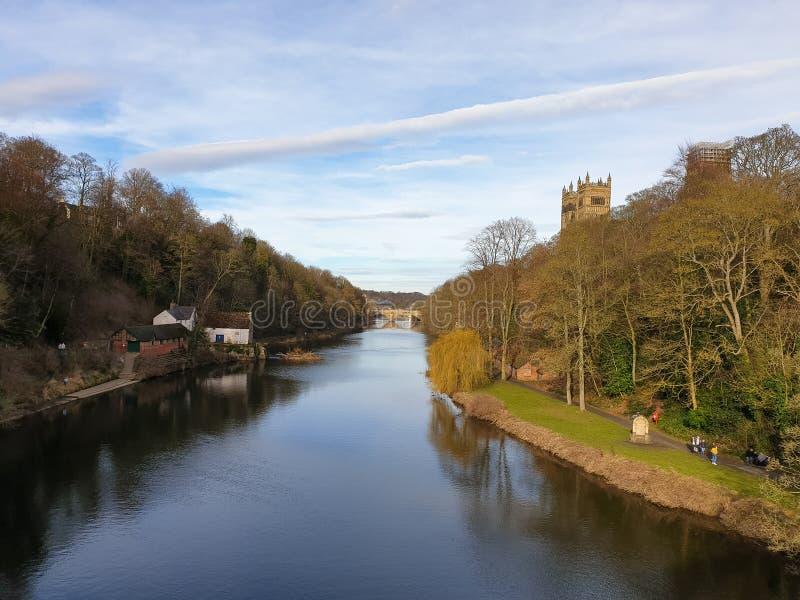 Château de Durham, cathédrale et pont de Framwellgate au-dessus d'usage de rivière, R-U photo libre de droits