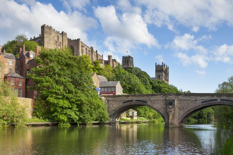 Château de Durham et pont Angleterre de Framwellgate de cathédrale photo stock
