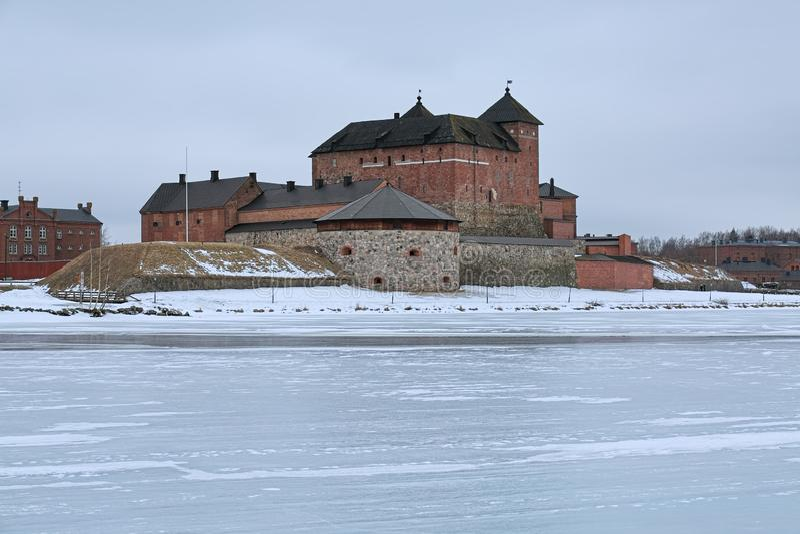 Château de Hame dans Hameenlinna dans le jour de croisement d'hiver, Finlande photographie stock libre de droits
