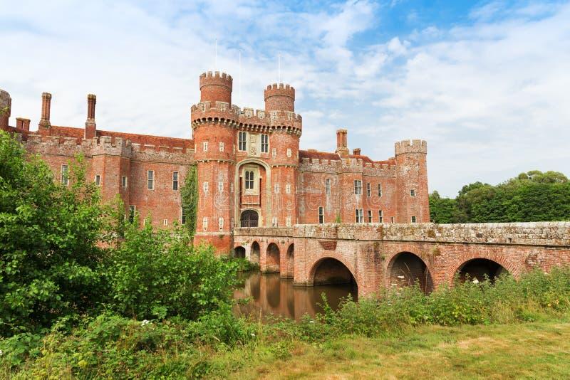 Château de Herstmonceux de brique au XVème siècle est de l'Angleterre le Sussex images stock