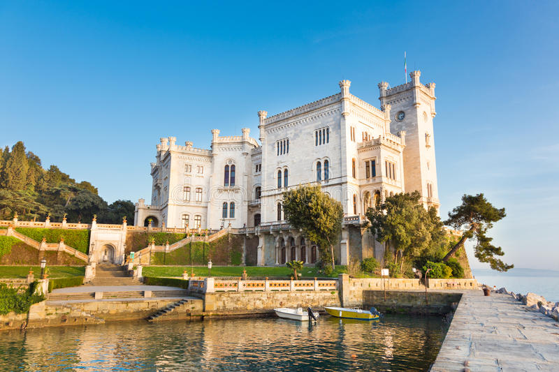 Château de Miramare, Trieste, Italie, l'Europe. photos stock