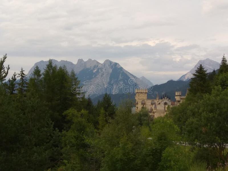 Château de montagne image stock