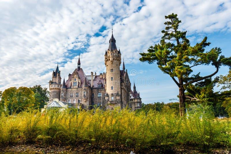 Château de Moszna, palais historique situé dans un village de Moszna, Pologne photos stock