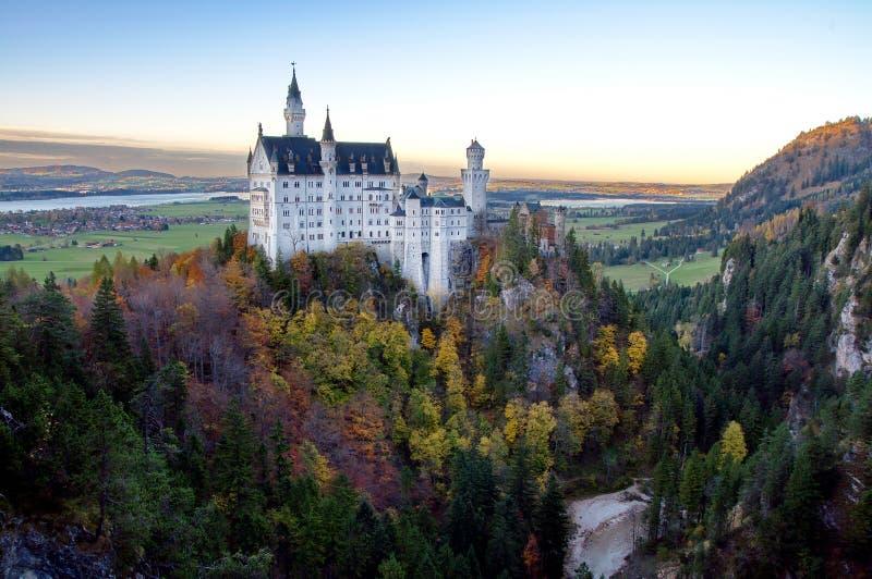 Download Château de Neuschwanstein photo stock. Image du allemagne - 77158232