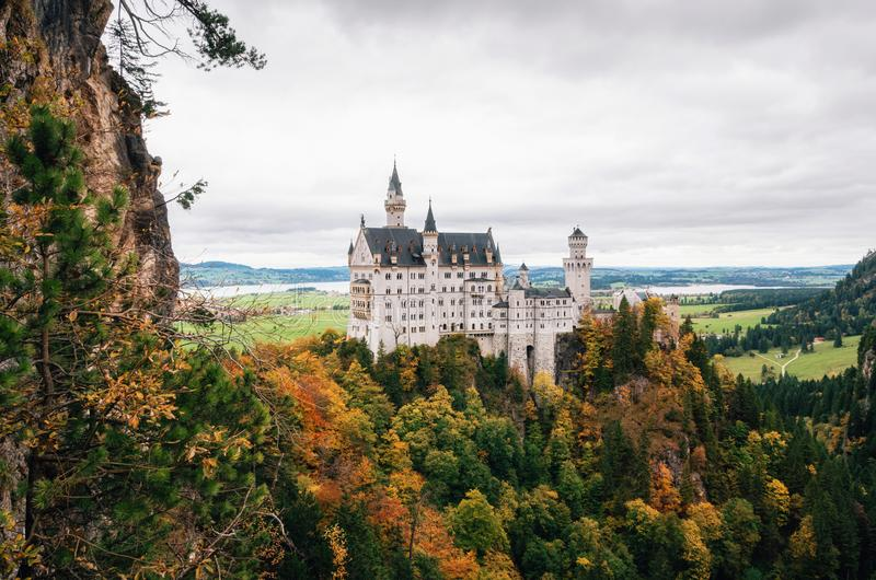 Château de Neuschwanstein en automne coloré photographie stock libre de droits