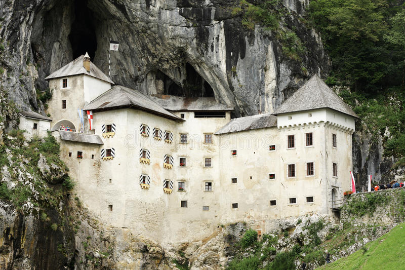 Château de Predjama en Slovénie photographie stock libre de droits