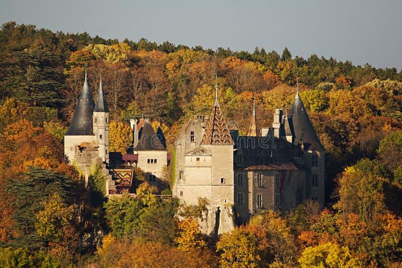 Château de Rochepot situé dans Bourgogne, France photo stock