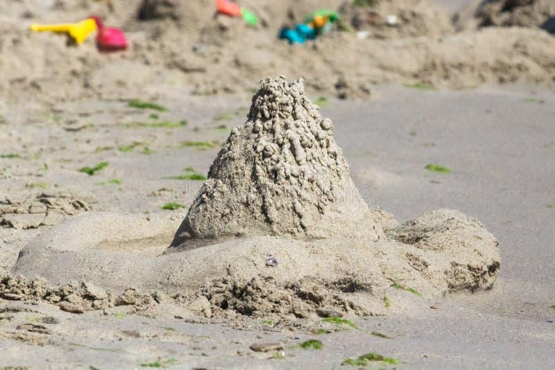 Château de sable comme symbole d'illusion et de fragilité photos libres de droits