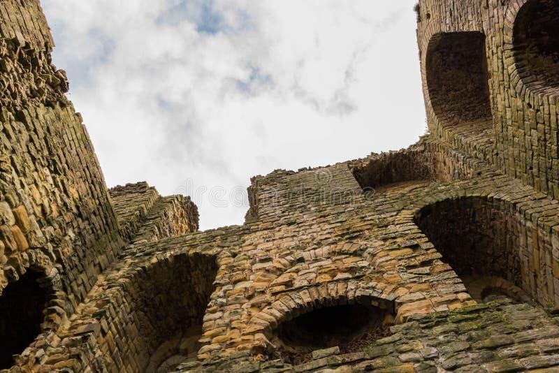 Château de Scarborough, tir d'angle faible images stock