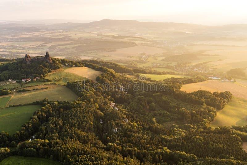 Château de Trosky dans le paradis de Bohème photographie stock