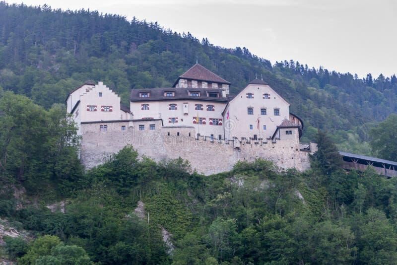 Château de Vaduz comme vu du capital Palais et résidence principale du prince de la Liechtenstein images libres de droits