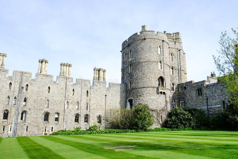 Château de Windsor avec le ciel bleu, Royaume-Uni photo libre de droits