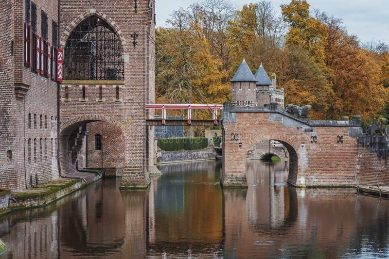 Château en automne photos stock