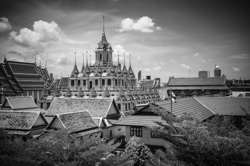 Château en métal de Loha Prasat en Wat Ratchanaddaram Worawihan à la route Bangkok Thaïlande de Ratchadamnoen image stock