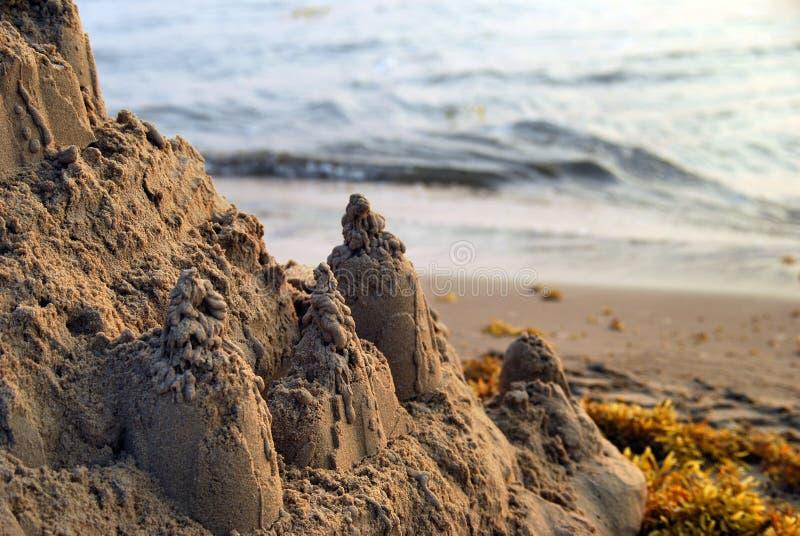 Château et algue de sable photo libre de droits