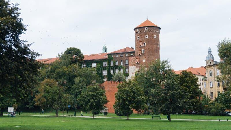 Download Château Et Fleuve Vistule De Wawel à Cracovie, Pologne Photo stock - Image du ciel, antiquité: 77152632