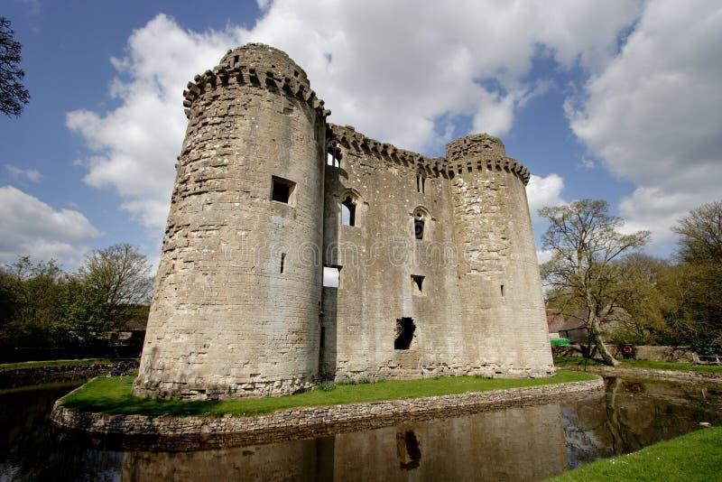 Château et fossé photos stock