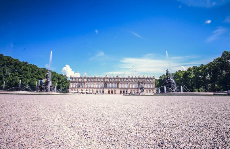 Château et jardin de Herrenchiemsee photographie stock
