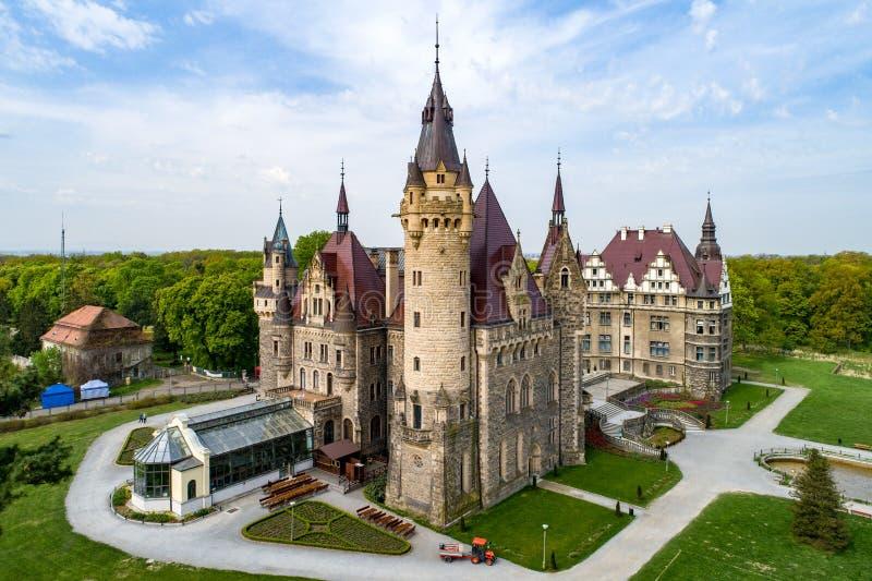 Château fabuleux dans Moszna près d'Opole, Silésie, Pologne photo stock