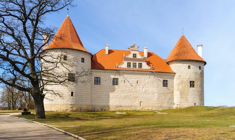 Château médiéval dans Bauska, Lettonie images stock