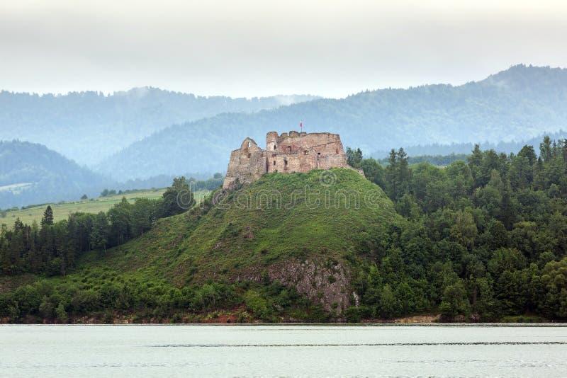 Château médiéval de Czorsztyn au lac image libre de droits