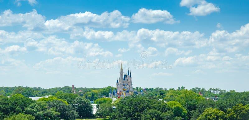 Château magique de royaume du monde de Disney grand-angulaire image stock