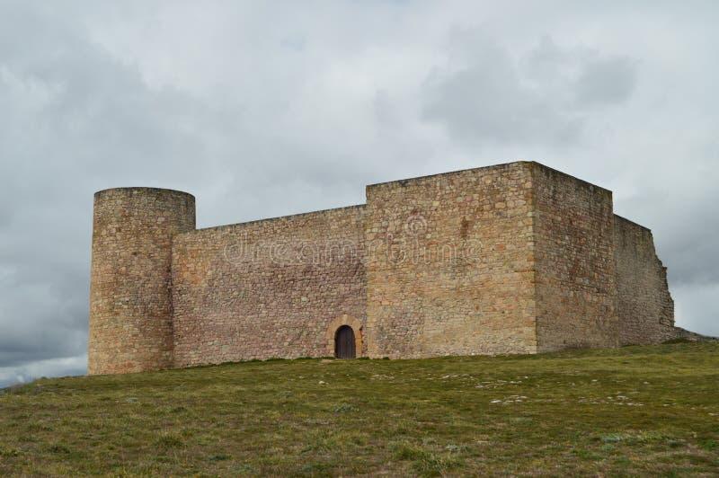 Château reconstruit du 1er siècle parfaitement préservé dans le village de Medinaceli Architecture, histoire, voyage photos stock