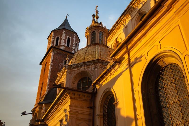 Château royal de Wawel au coucher du soleil à Cracovie, Pologne images stock