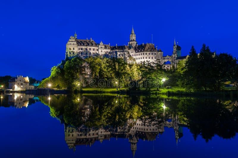 Château Sigmaringen la nuit image libre de droits