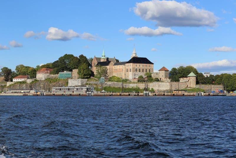 Château sur le bord de la mer à Oslo photo stock