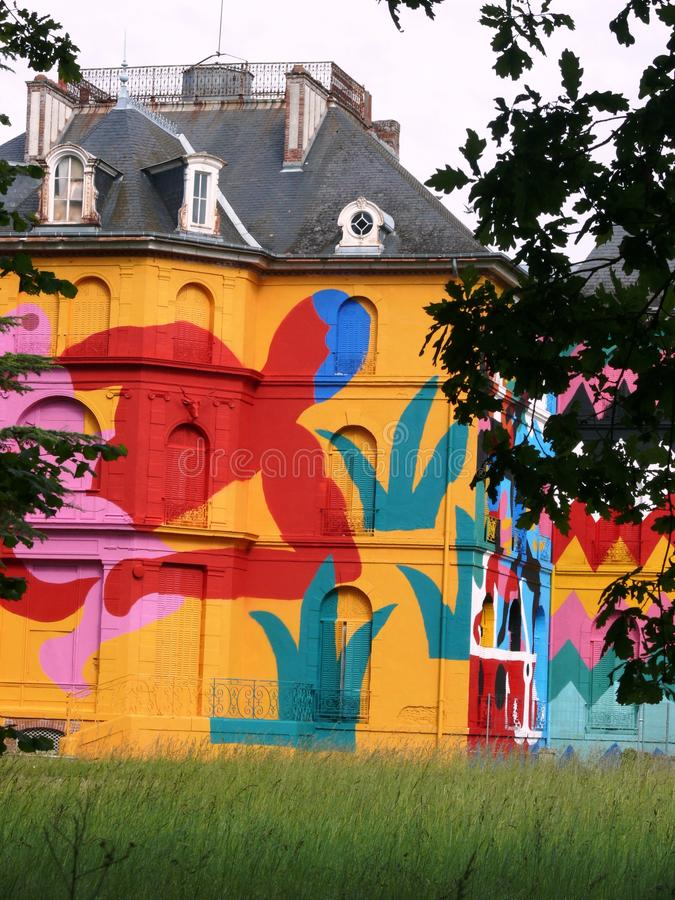 Château标签在街道艺术装饰的Valette Façade  免版税库存照片