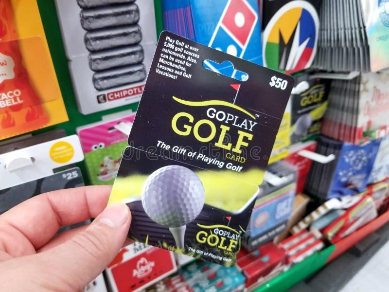 Chèque-cadeau de golf de Goplay dans une main photographie stock libre de droits