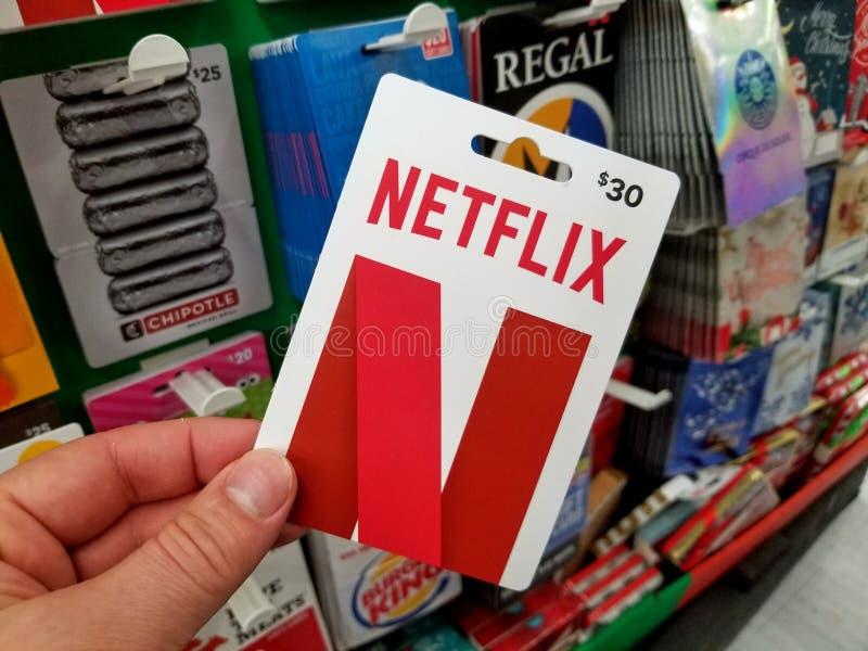 Chèque-cadeau de Netflix dans une main image libre de droits
