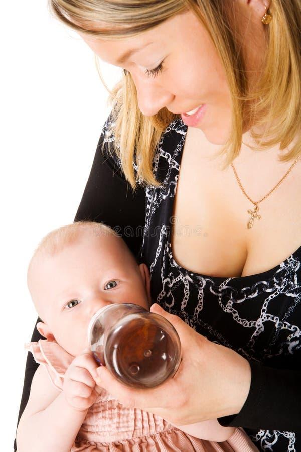 Chéri alimentante de mère photo libre de droits