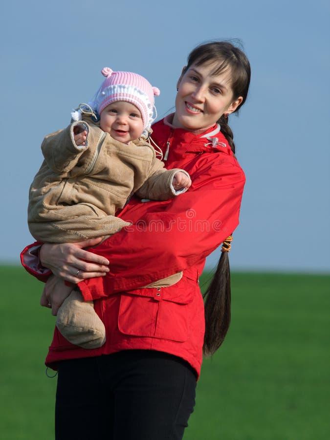 Chéri avec la maman photographie stock libre de droits